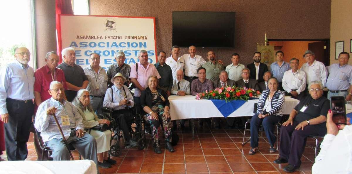 Los Cronistas de Guanajuato en la fotografía oficial de la Asamblea