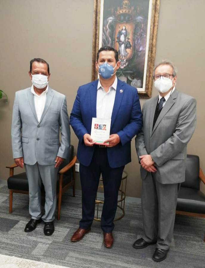 El Gobernador Diego Sinhue Rodríguez  se reúne con una Delegación de Cronistas de Guanajuato